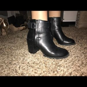 Shoes - Black leather buckle boots
